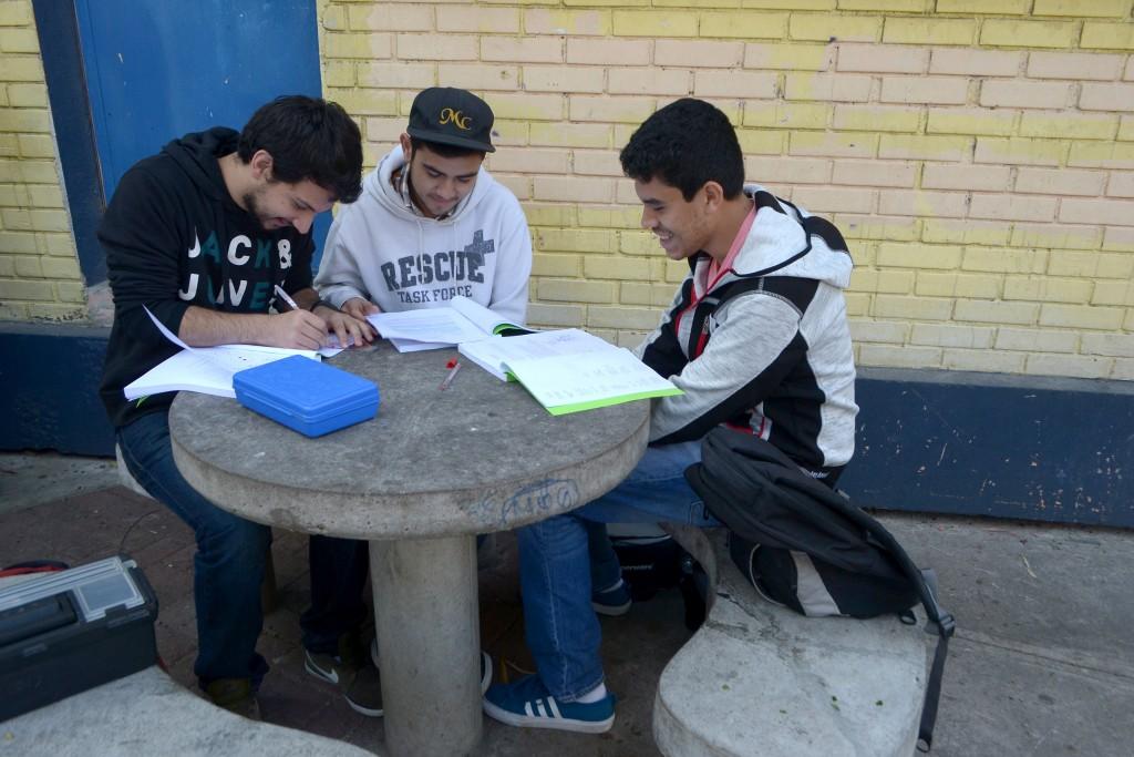 2. Estudiantes
